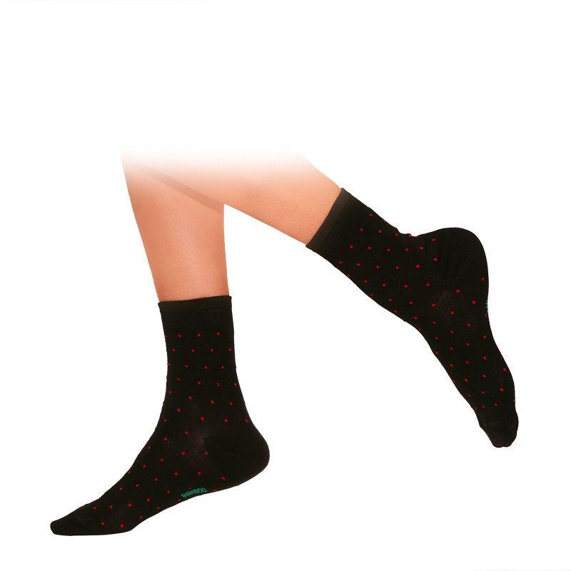 b6e43fd1dec Бамбукови дамски чорапи, черни на червени точки